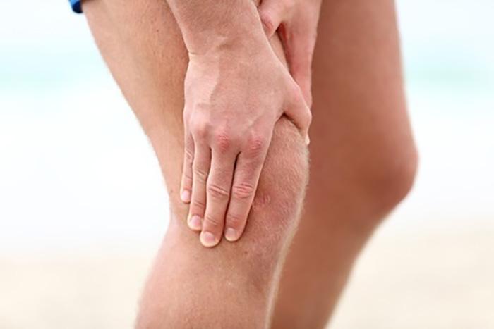 ランニングでの膝の痛みが再発! がに股走法にご注意!!