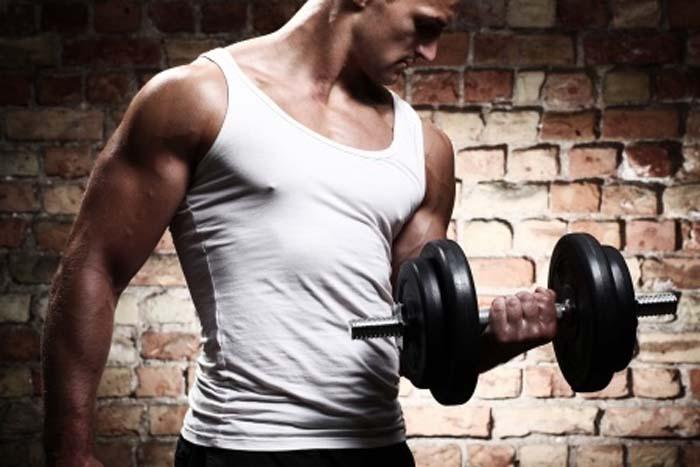 上腕二頭筋の鍛え方、トレーニングの基本筋トレポイント!
