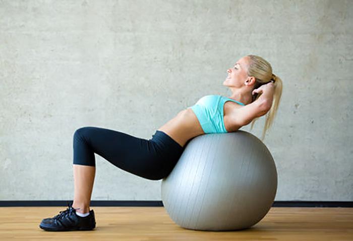 【初心者】マジで腹筋を割る方法!自宅でできる簡単な腹筋・下腹のトレーニング3 バランスボールが大活用!!