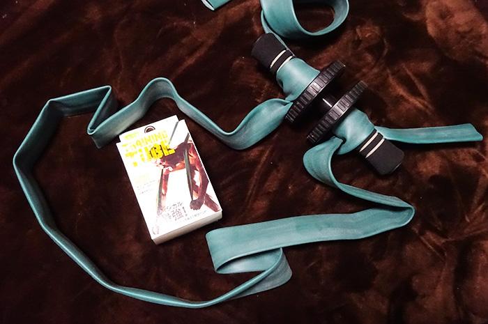 初心者腹筋強制強化!根本君(仮)の腹筋ローラーをトレーニングチューブで魔改造?