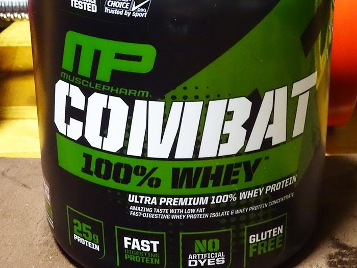 コンバット(COMBAT) 100%ホエイプロテインを飲んだ感想&評価