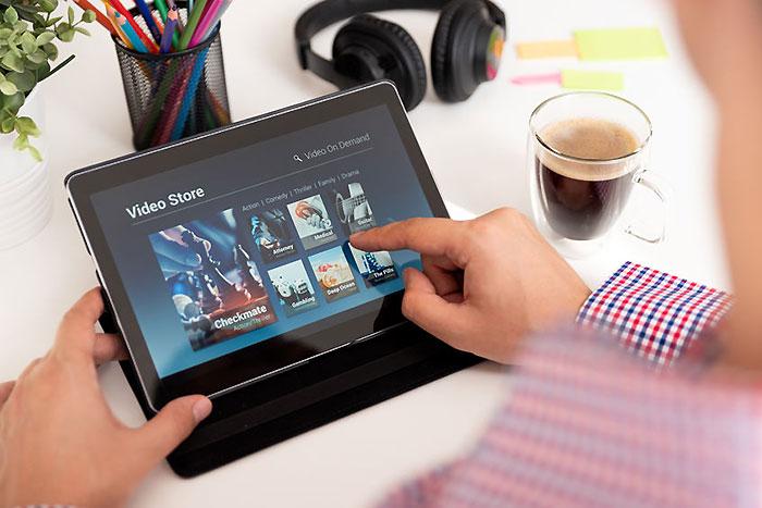 有料動画配信サービスっておじさん的にはどれがおすすめ? Hulu? Netflix? U-NEXT? Amazonプライムビデオ? 4サイト比較!