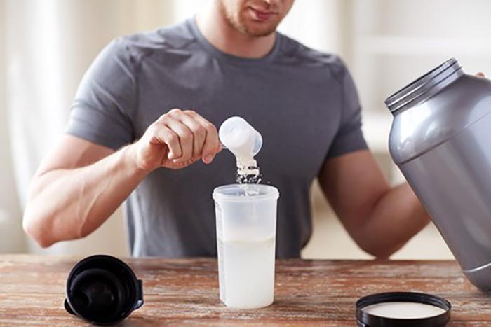 ホエイプロテインは牛乳の乳清から作られる