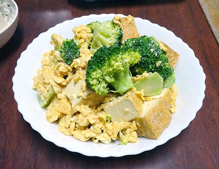 ブロッコリーと厚揚げ、ふわふわ卵のマヨネーズ炒め 作り方&レシピ