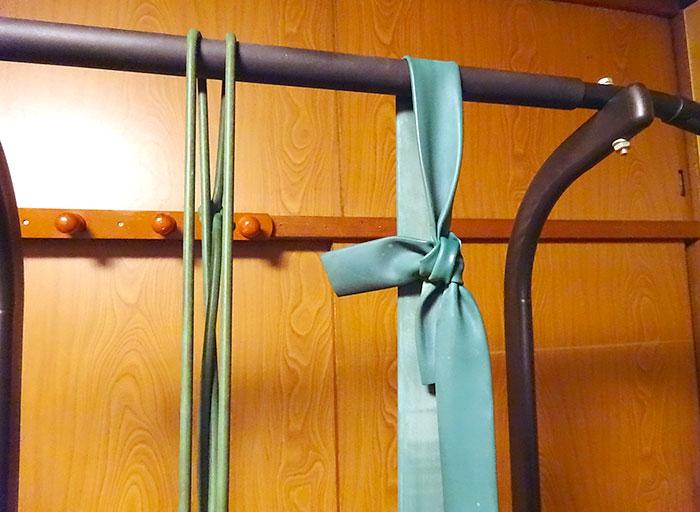 チンニングの追い込みで、このタイプの強・弱の2種類のトレーニングチューブを用意
